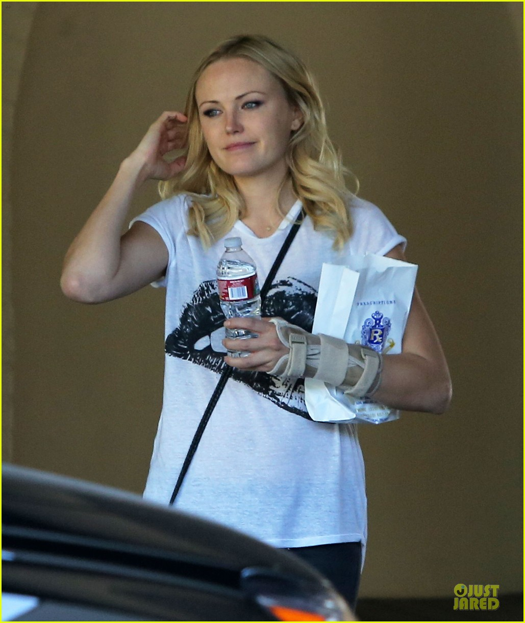malin akerman wears arm brace after doctors visit 082984844