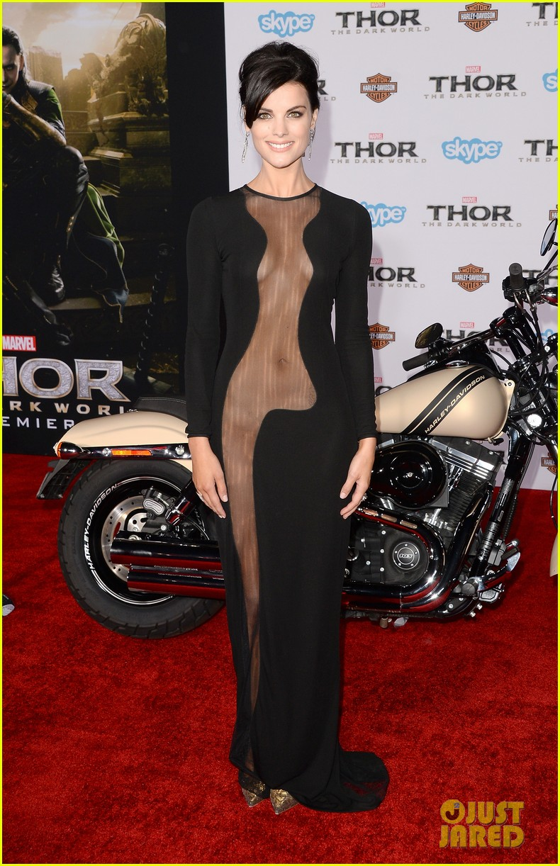 jaimie alexander wears racy dress no underwear to thor premiere 01