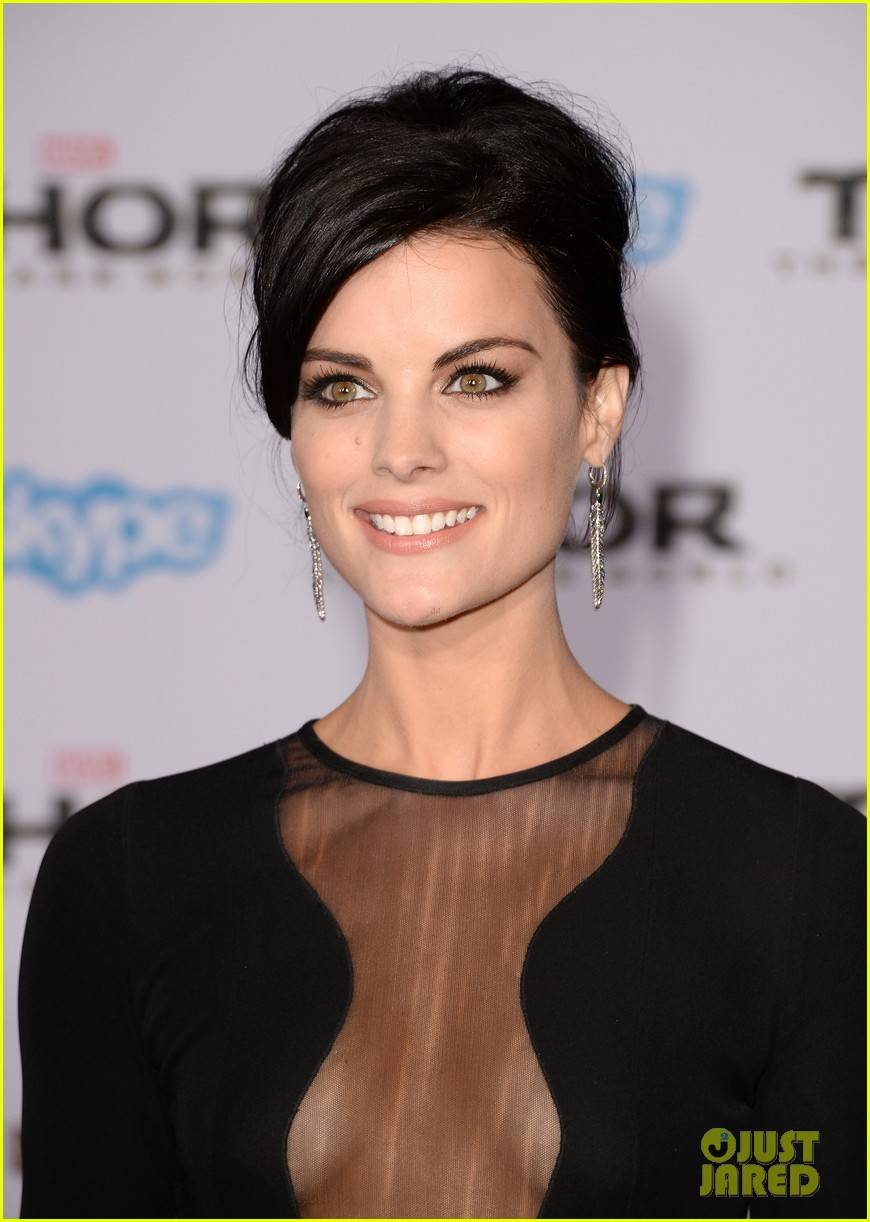 jaimie alexander wears racy dress no underwear to thor premiere 02