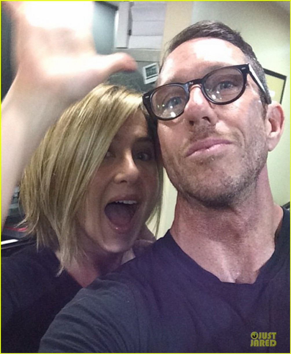 jennifer aniston shows excitement over new shorter do 01