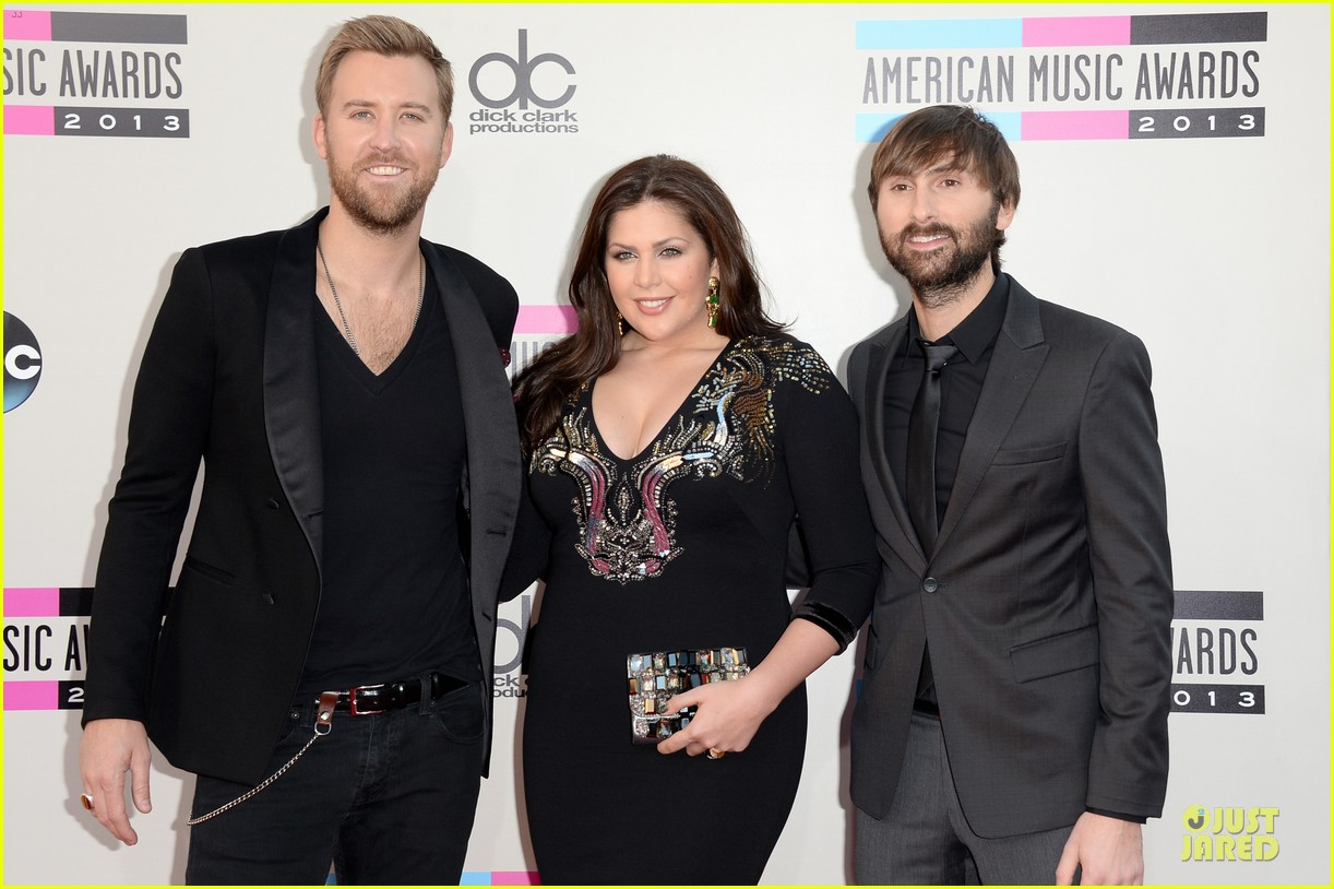 lady antebellum amas 2013 red carpet 09