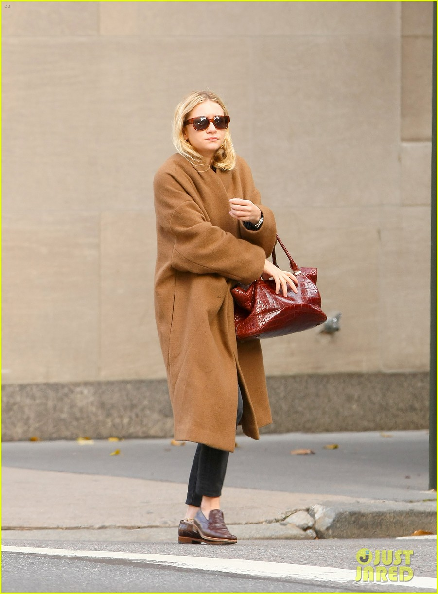 ashley olsen madison avenue shopper 032998882