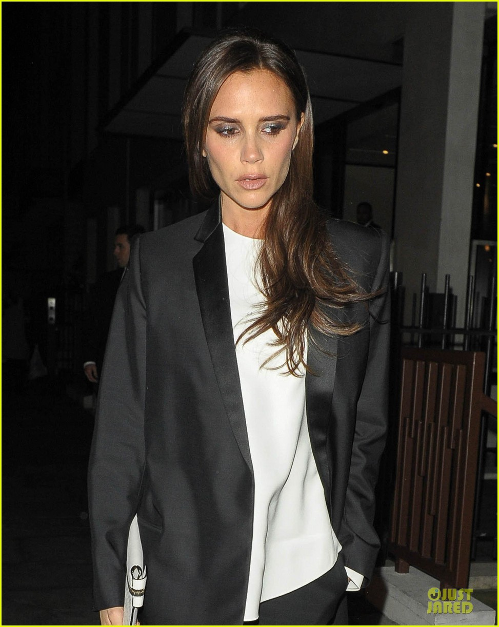 victoria beckham wedding crown will be auctioned 022995656