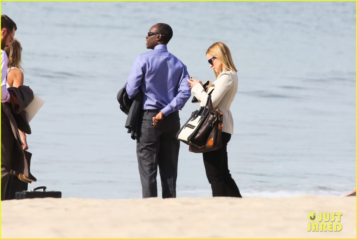 kristen bell house of cards beach filming 28