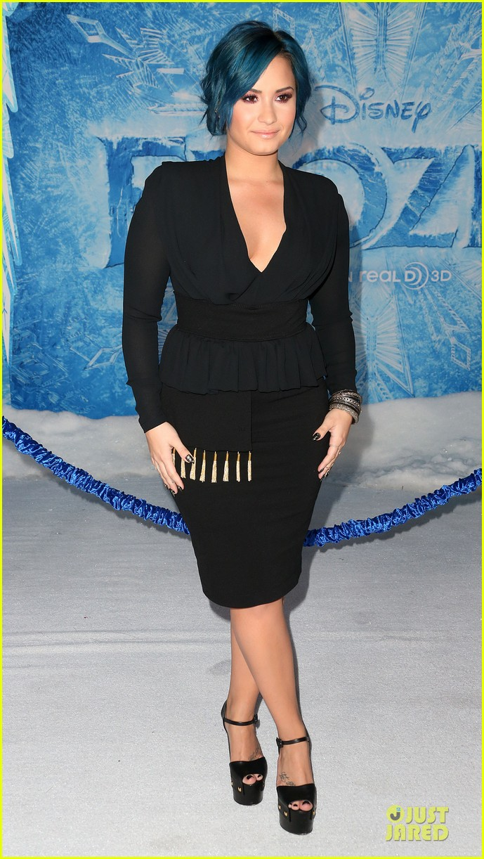 kristen bell demi lovato frozen hollywood premiere 032996284