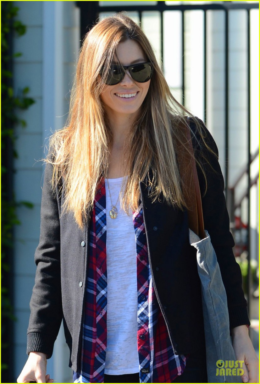 jessica biel visits friend after staying home from the amas 023000181