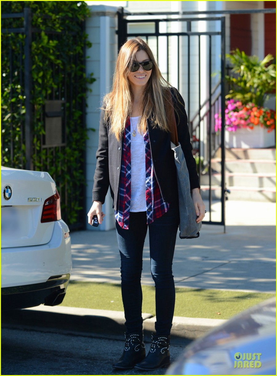 jessica biel visits friend after staying home from the amas 03