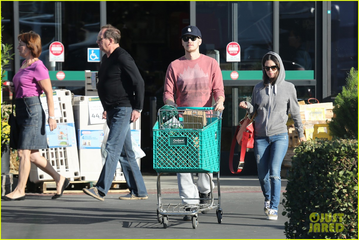 rachel bilson hayden christensen shop for home goods 06