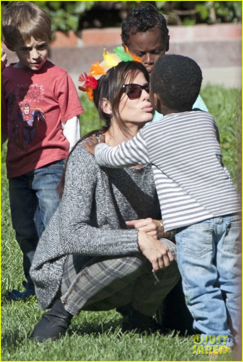 sandra bullock gets into thanksgiving spirit with son louis 023001449