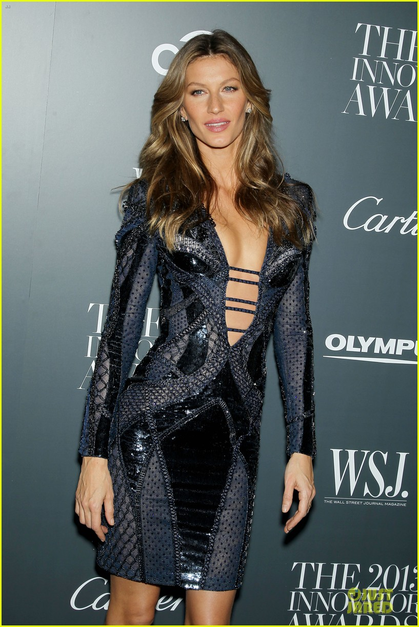 gisele bundchen plunging neckline at wsj magazine awards 10