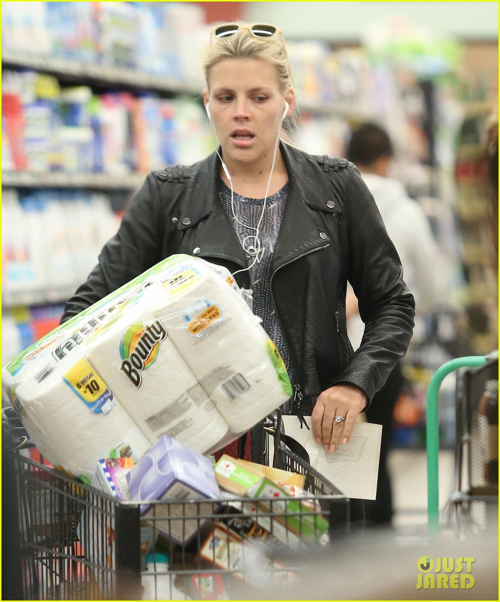 busy philipps stocks up on groceries before thanksgiving 04