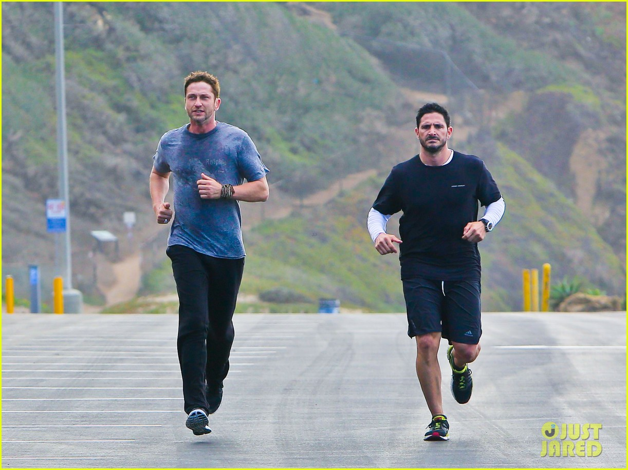 gerard butler works up a sweat for morning run 01