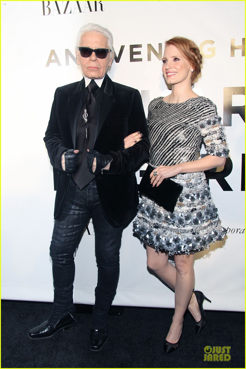 jessica chastain honors karl lagerfeld 11