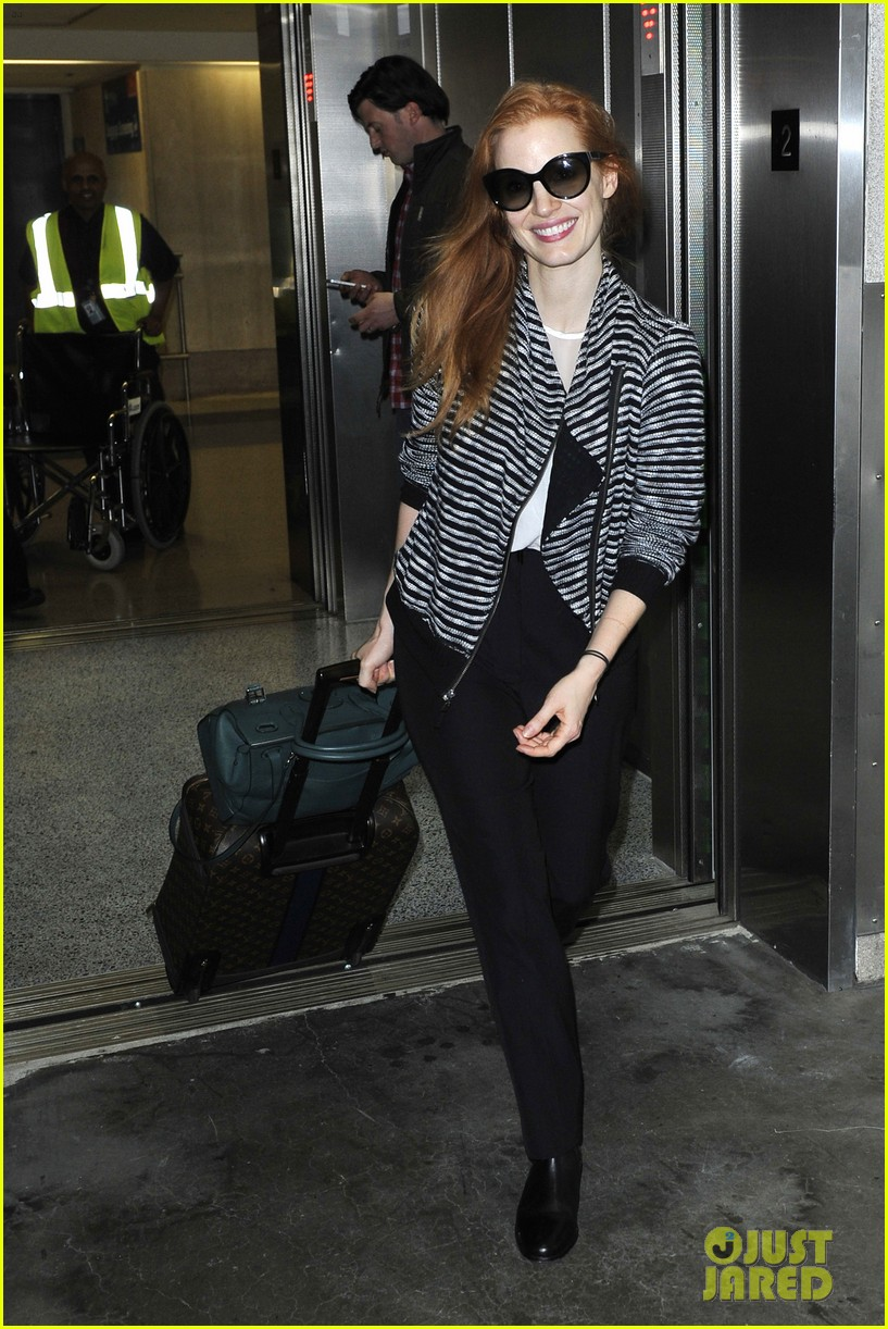 jessica chastain late night lax arrival 042985913