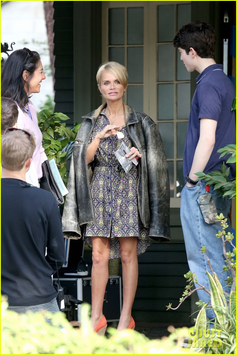 kristin chenoweth snacks during fun day at work 012995937