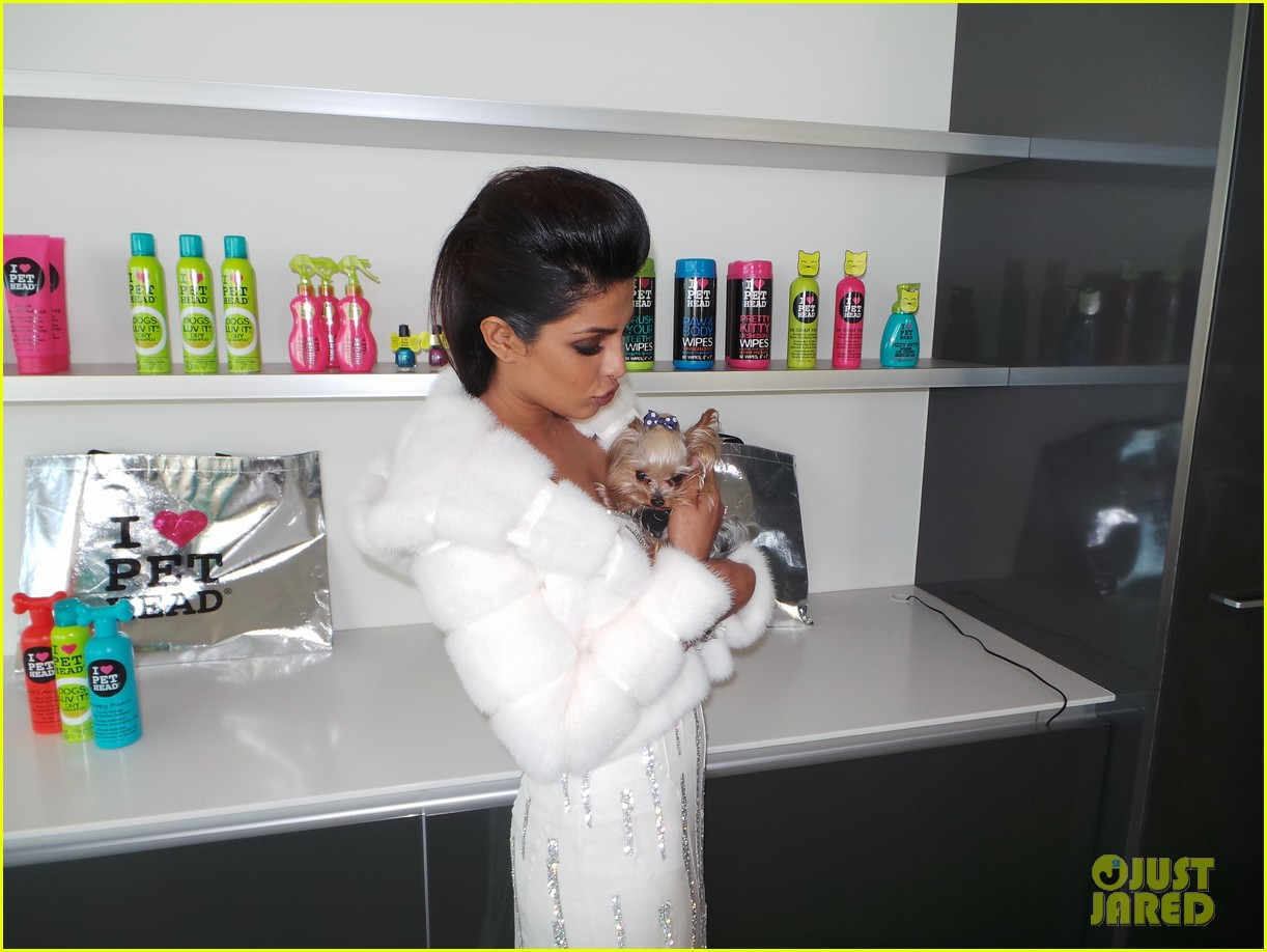priyanka chopra just jared spotlight of the week behind the scenes pics 15