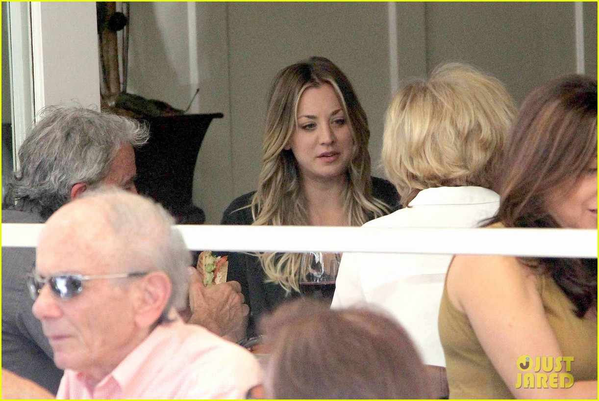 kaley cuoco lunches with sister briana 122993160