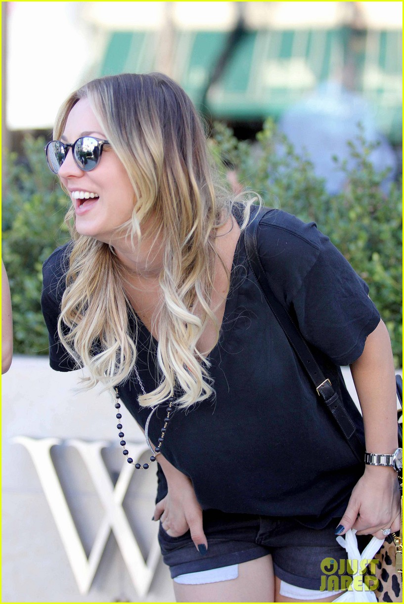 kaley cuoco lunches with sister briana 182993166