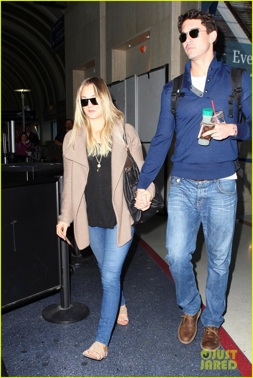 kaley cuoco sets wedding date before holiday with ryan sweeting 103001376