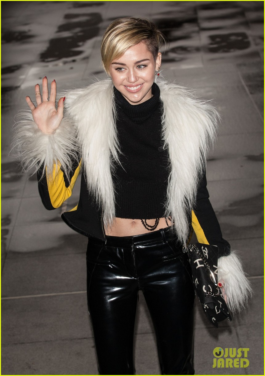 miley cyrus steps out after lighting blunt at mtv ema 2013 062990969