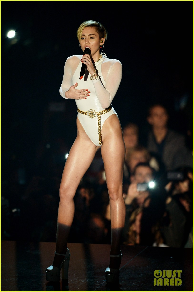 miley cyrus wrecking ball at mtv ema 2013 video 01