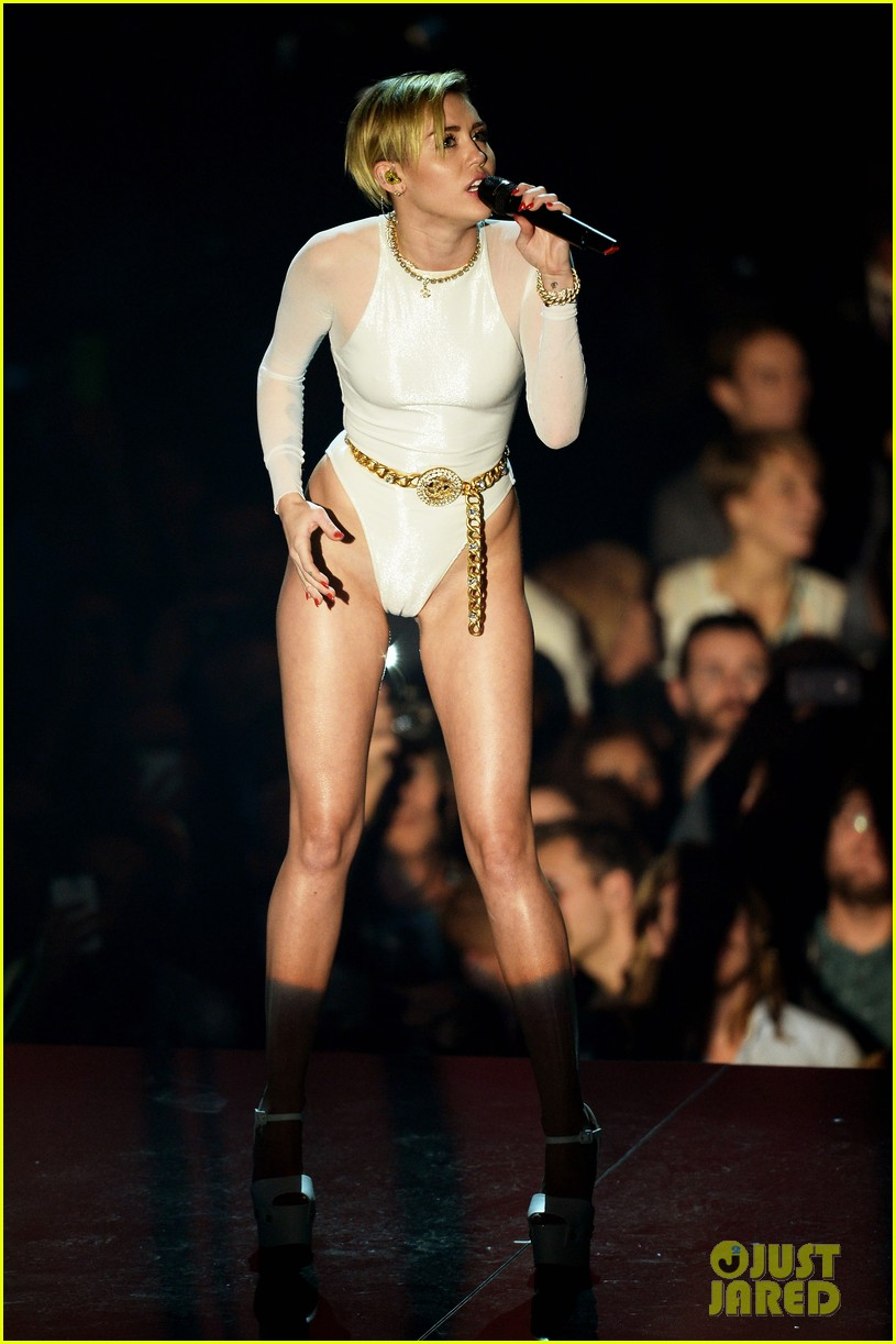 miley cyrus wrecking ball at mtv ema 2013 video 052989887