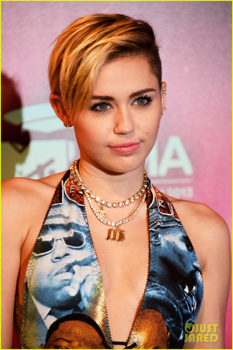 miley cyrus please stop violence dress at mtv ema 2013 18