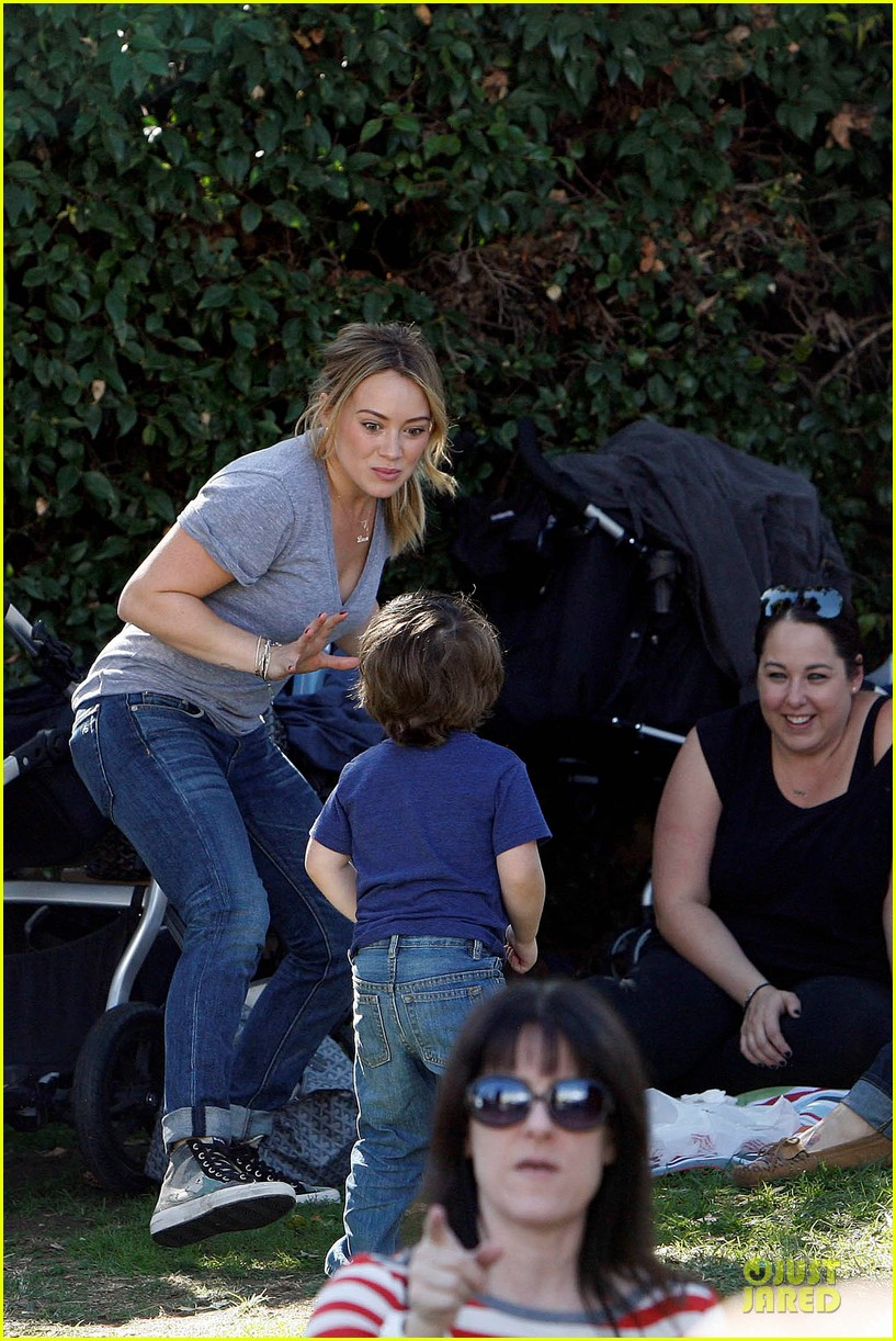 hilary duff monday workout after farmer market fun 25