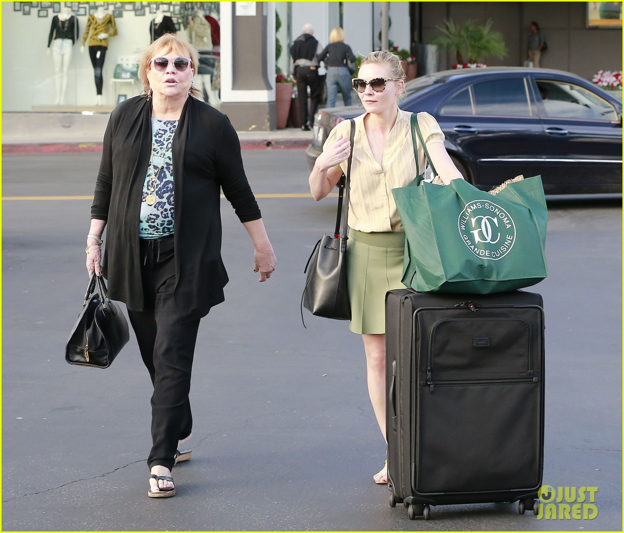 kirsten dunst mall visit with mom 192991594