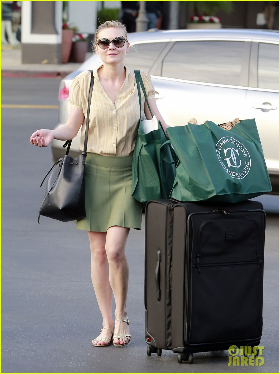 kirsten dunst mall visit with mom 21