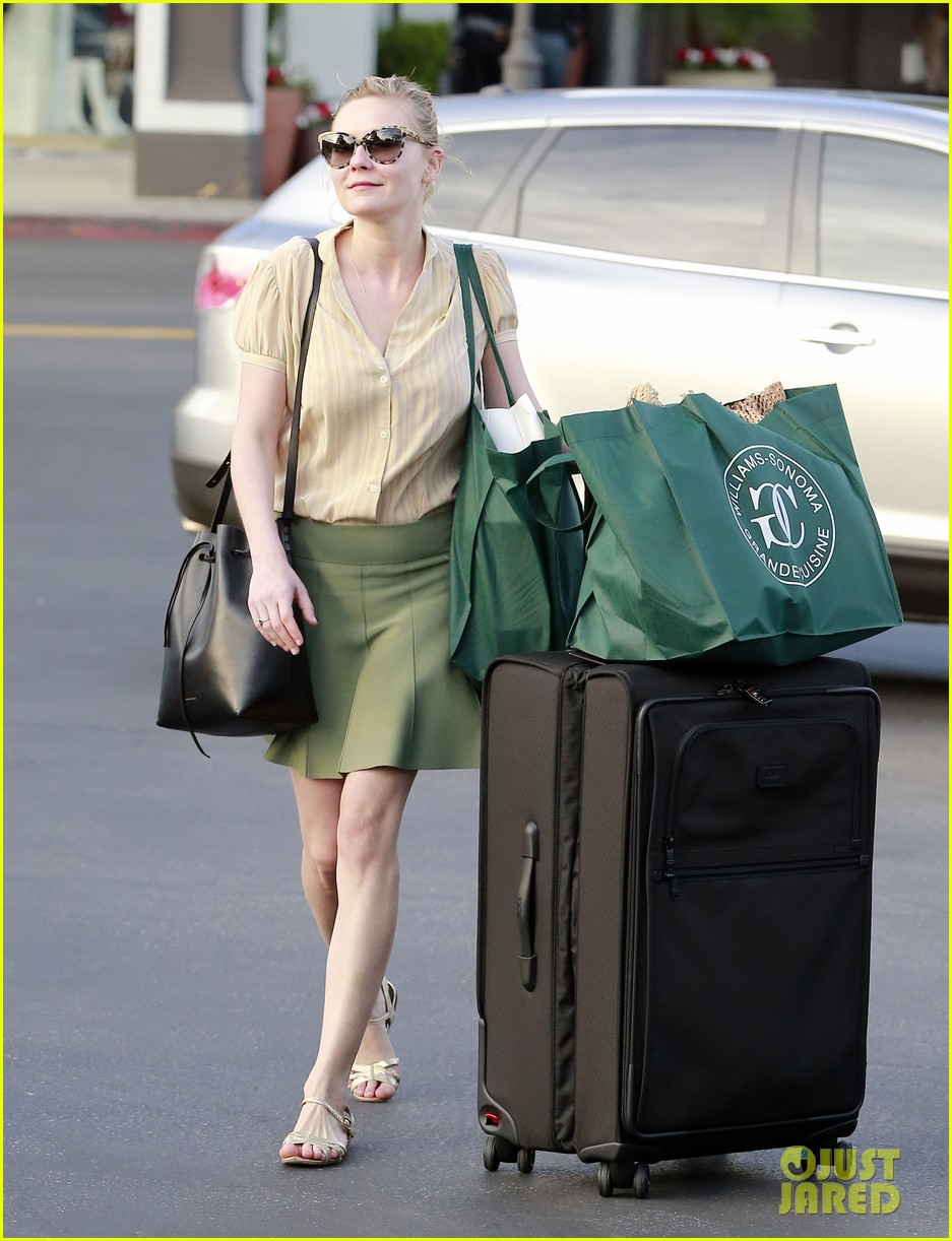 kirsten dunst mall visit with mom 23