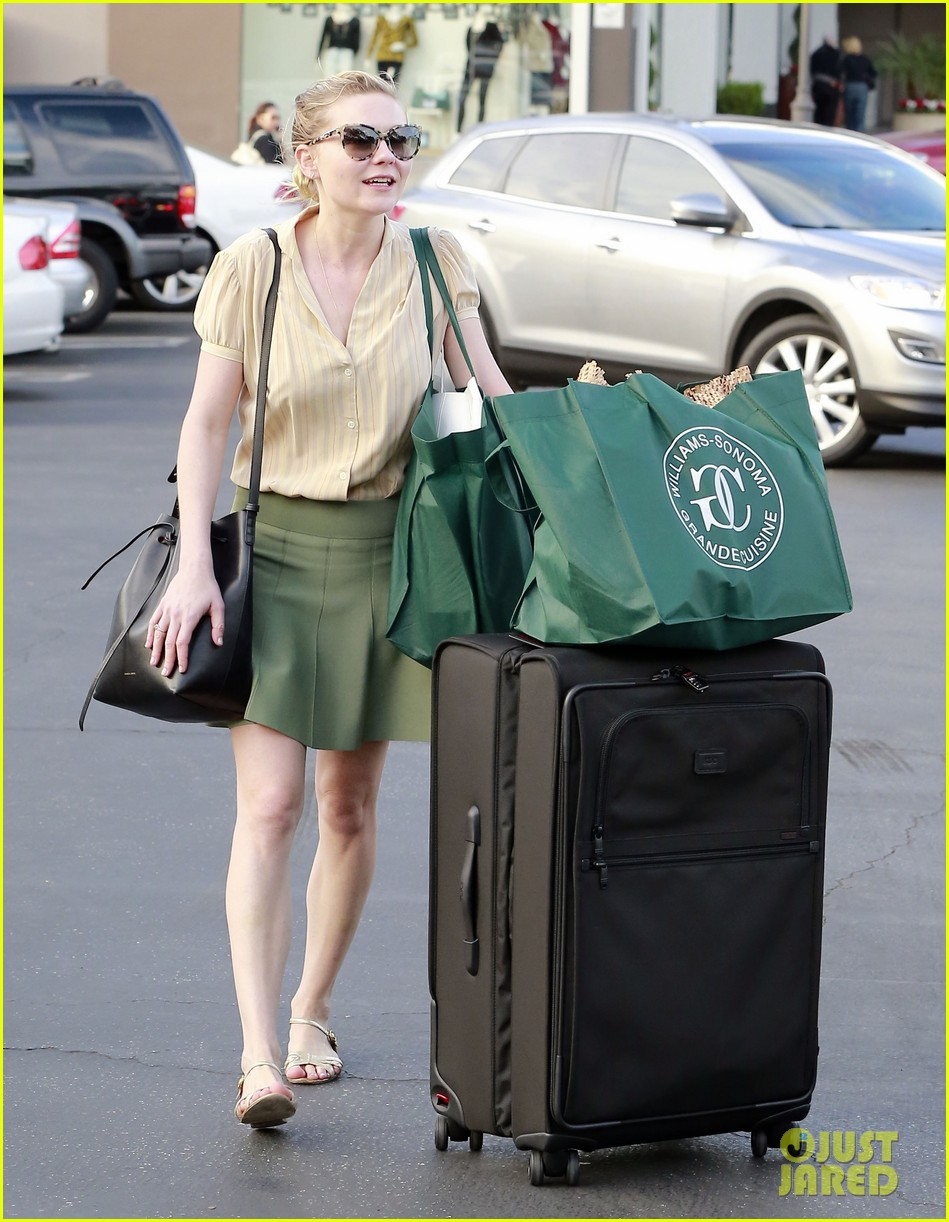 kirsten dunst mall visit with mom 26