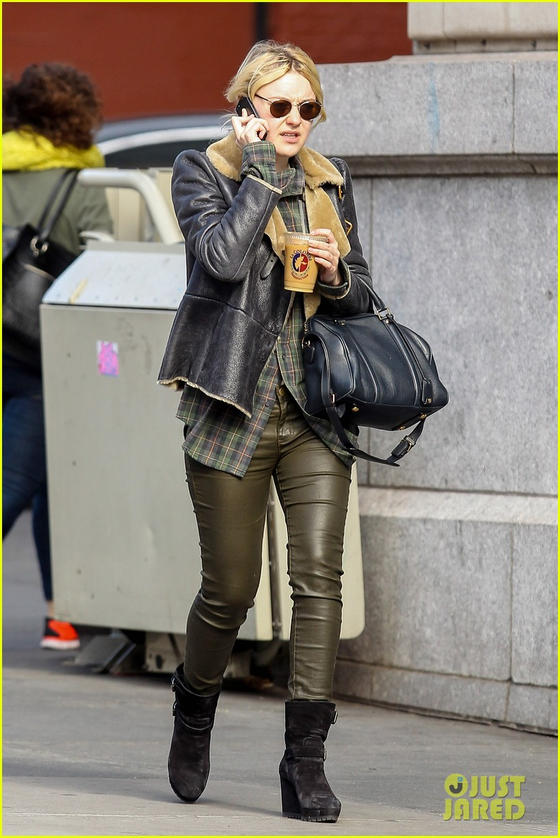 dakota fanning back in new york after franny filming 01