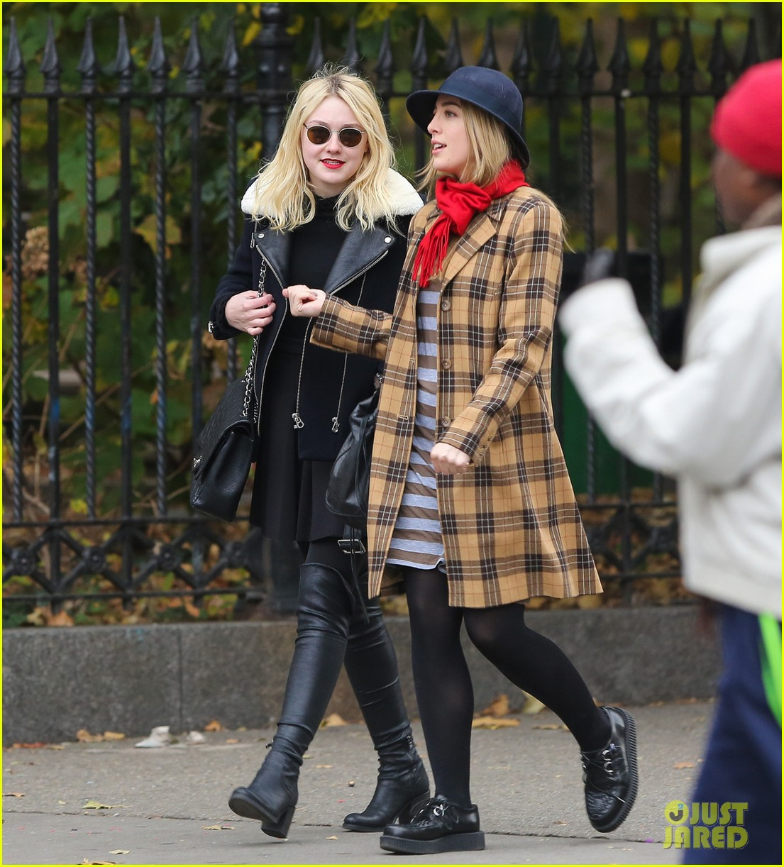 dakota fanning back in new york after franny filming 052991056