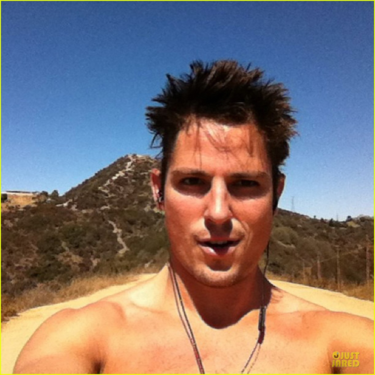 sean faris shirtless back in shape after shoulder surgery 033002447