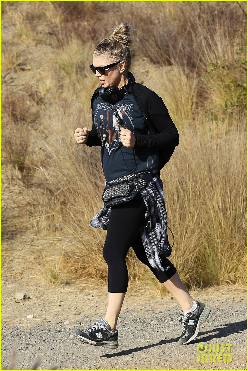 fergie rocks out with motley crue for sunday afternoon hike 052995435