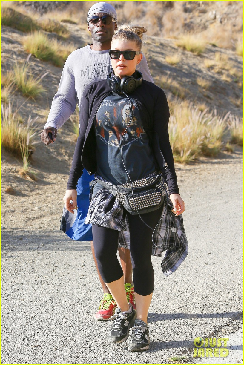 fergie rocks out with motley crue for sunday afternoon hike 06