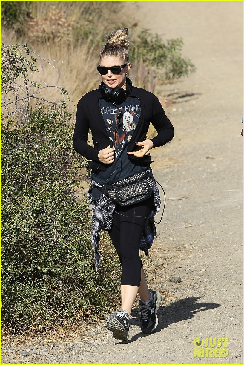fergie rocks out with motley crue for sunday afternoon hike 08