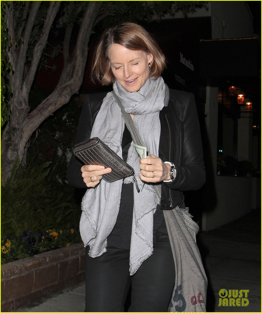 jodie foster enjoys date night with alexandra hedison 04