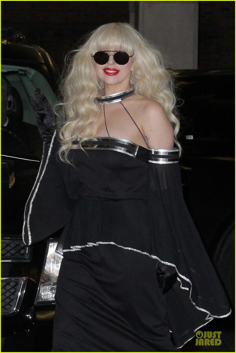lady gaga artpop is platinum in canada 04