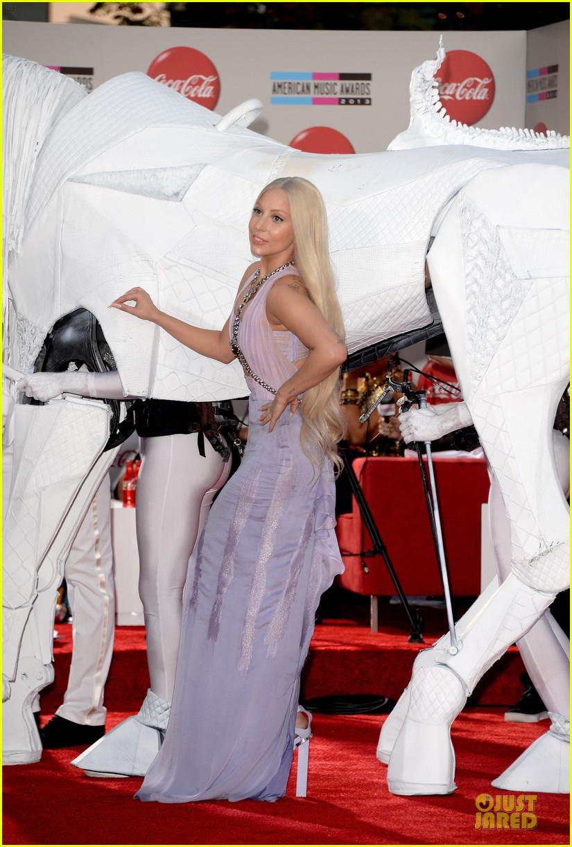 lady gaga rides horse on amas 2013 red carpet 012999316