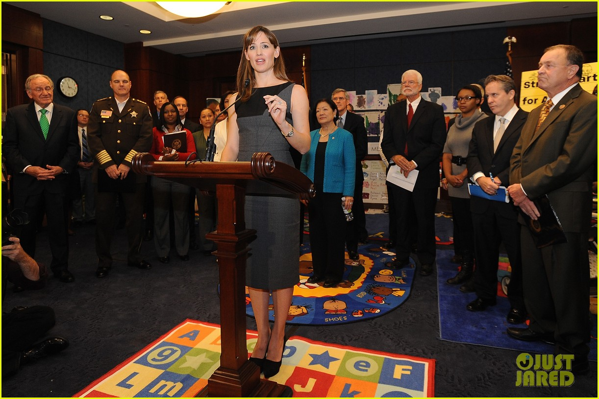 jennifer garner visits capitol hill to introduce strong start bill 01