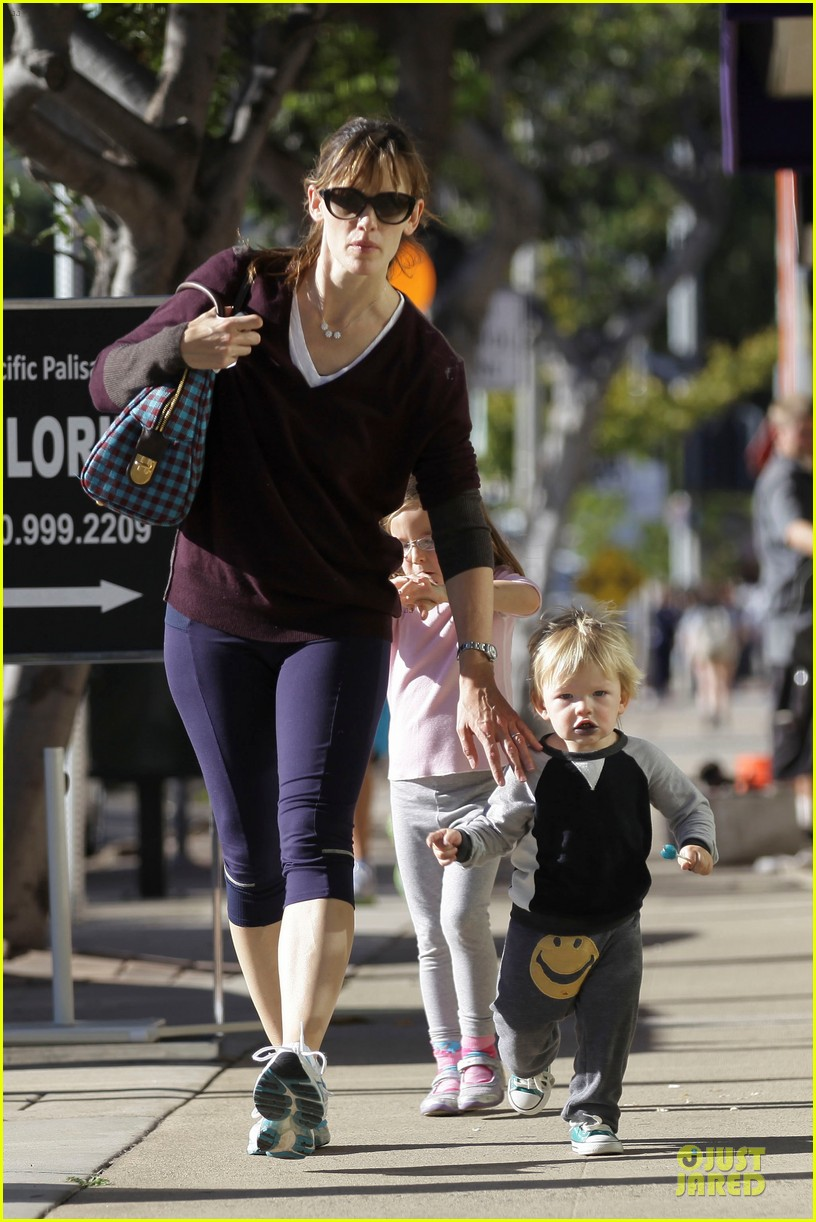 jennifer garner errands with kids after halloween 152984621