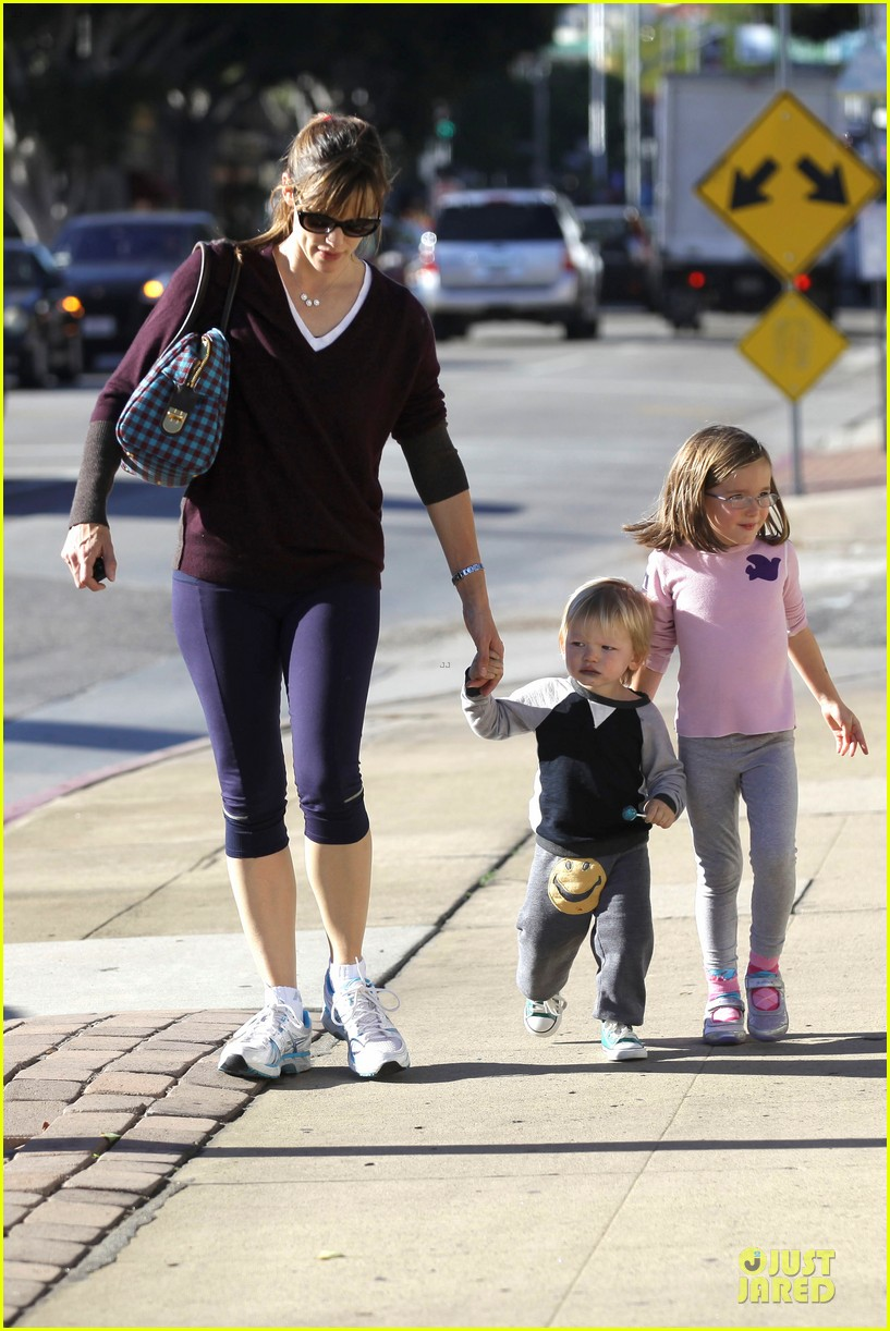 jennifer garner errands with kids after halloween 192984625