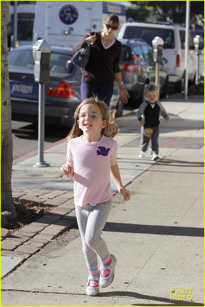 jennifer garner errands with kids after halloween 22