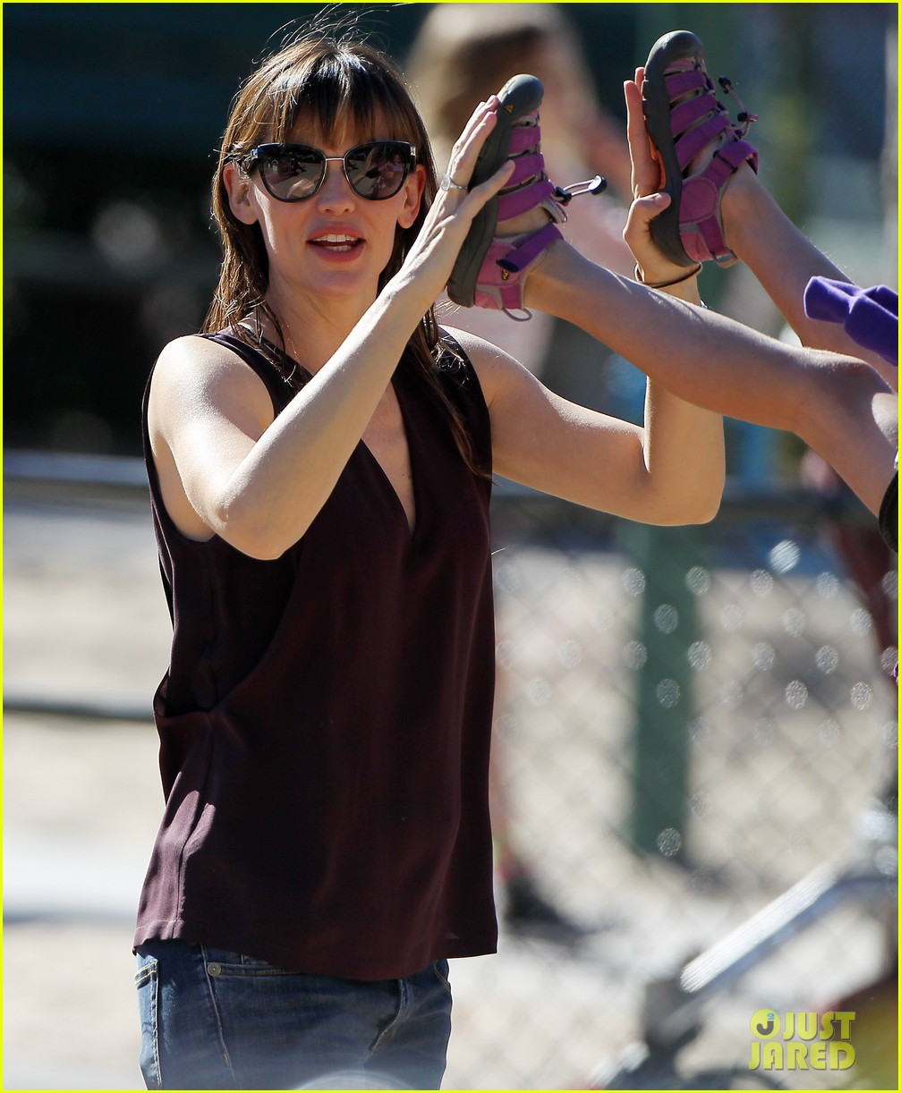 jennifer garner starts week with kids coffee 17