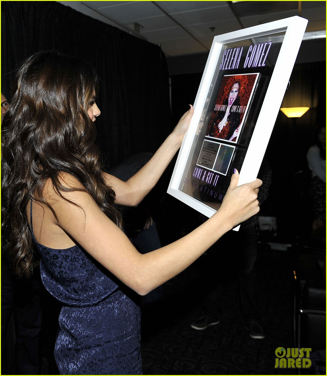 selena gomez platinum plaque before los angeles concert 12