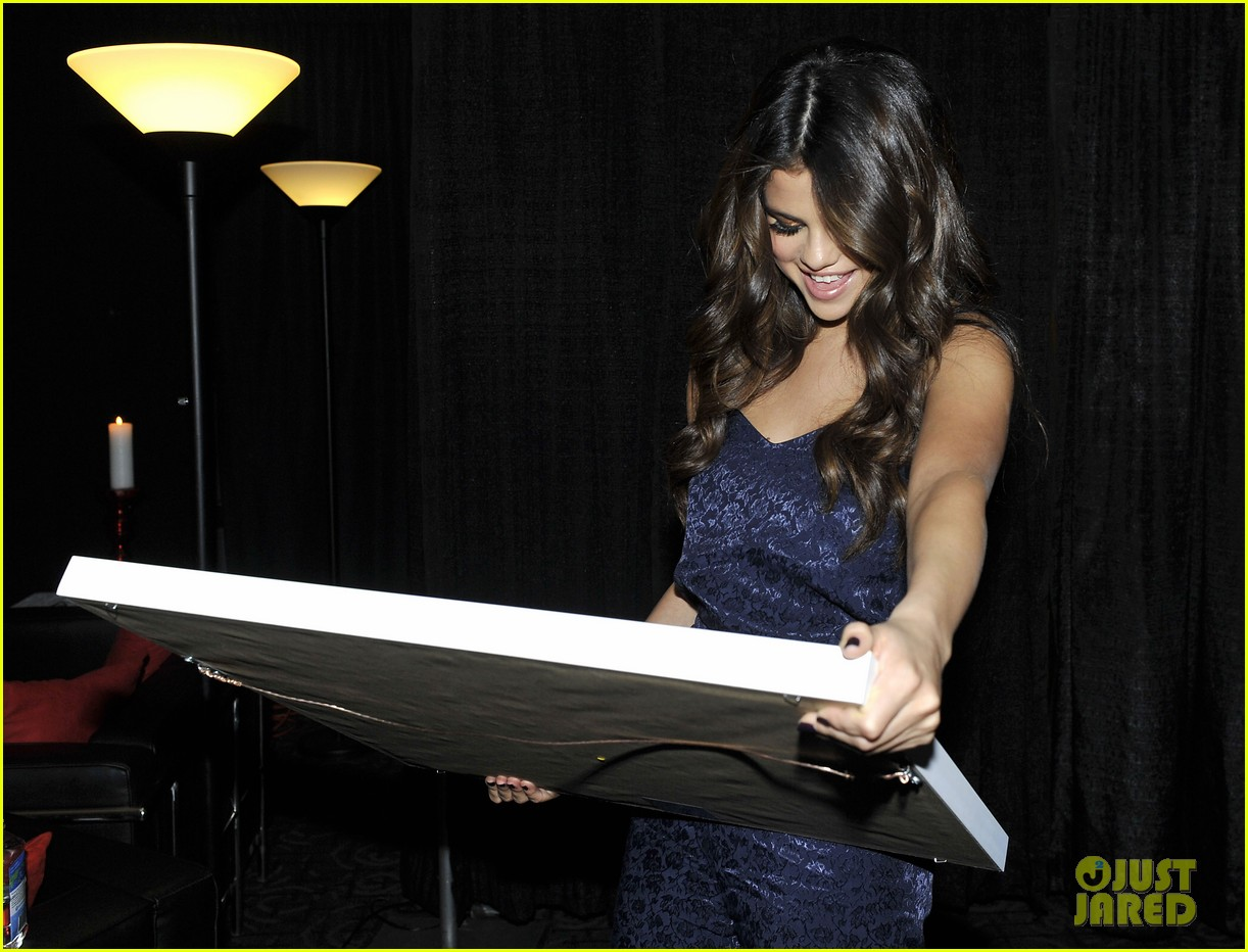 selena gomez platinum plaque before los angeles concert 20