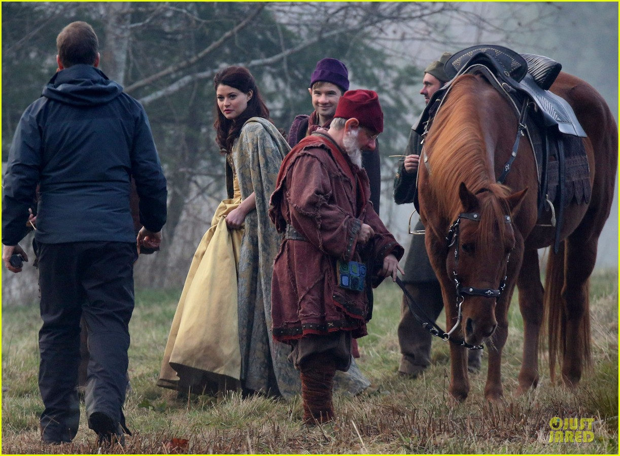 ginnifer goodwin covers baby bump on once set 18