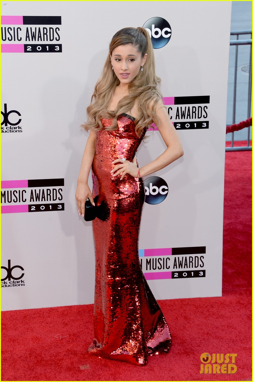 ariana grande amas 2013 red carpet 09